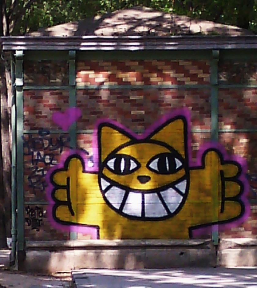 Quai de la Loire's smiling cat